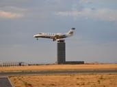 Un avión sobrevoló por fin el Aeropuerto de Ciudad Real tras cinco años de inactividad