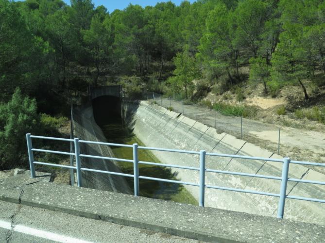 Canal del trasvase del río Tajo al Segura, ahora vacío. Foto: Charo R.