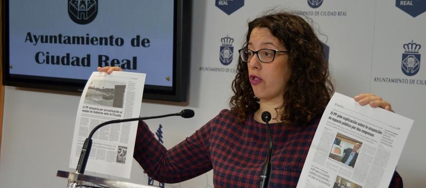 La portavoz del Ayuntamiento de Ciudad Real,Sara Martínez, dando cuenta del archivo de una denuncia del PP