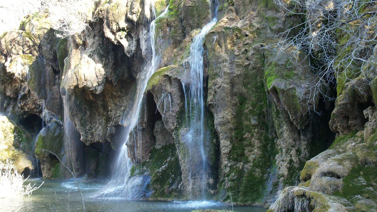 El río Cuervo le va a deslumbrar: sus cascadas, el musgo ...