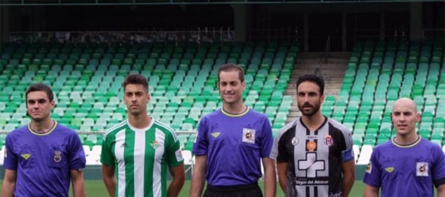 Antonio Alberola (centro) arbitrará un buen partido
