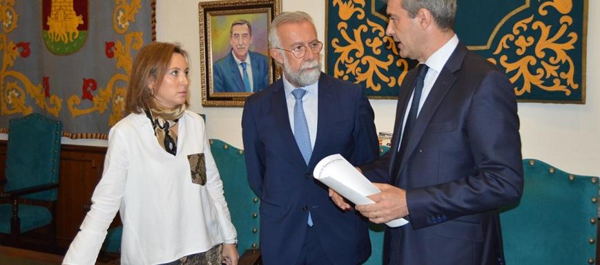 Acto de la firma del convenio para mejorar el recinto amurallado del Casco de Talavera