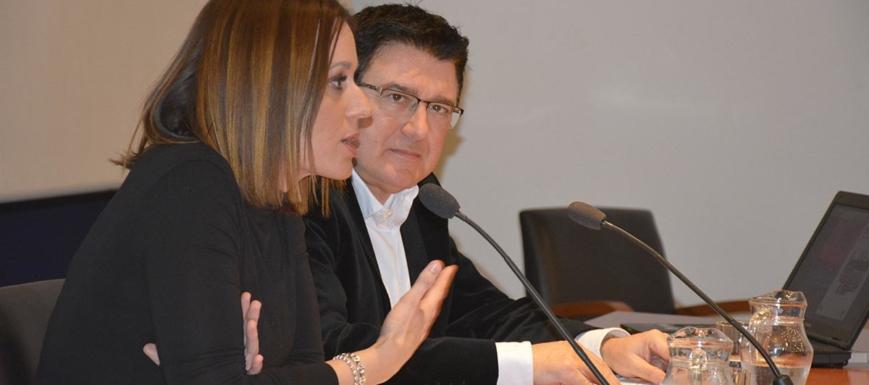Teo García y Ana Isabel Fernández Samper, hablando de los pisos turísticos