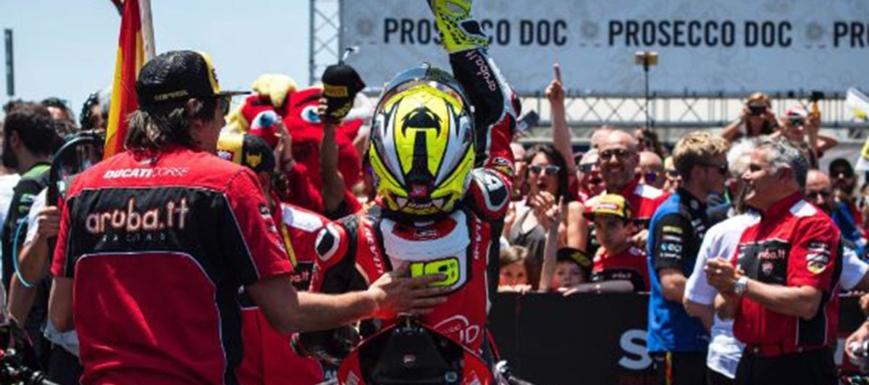 Álvaro Bautista sigue líder en el Mundial de Superbikes