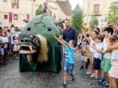 Grandes y pequeños se divierten de lo lindo con la Tarasca en Toledo