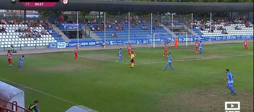 Lance del partido entre el Talavera y el Granada B