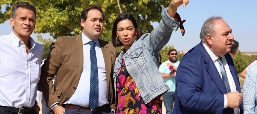 Paco Núñez y Claudia Alonso, durante su visita a las obras del nuevo Hospital de Toledo