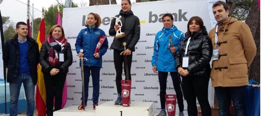 Podio absoluto femenino del Cross Espada Toledana, en la que ganó Irene Sánchez-Escribano