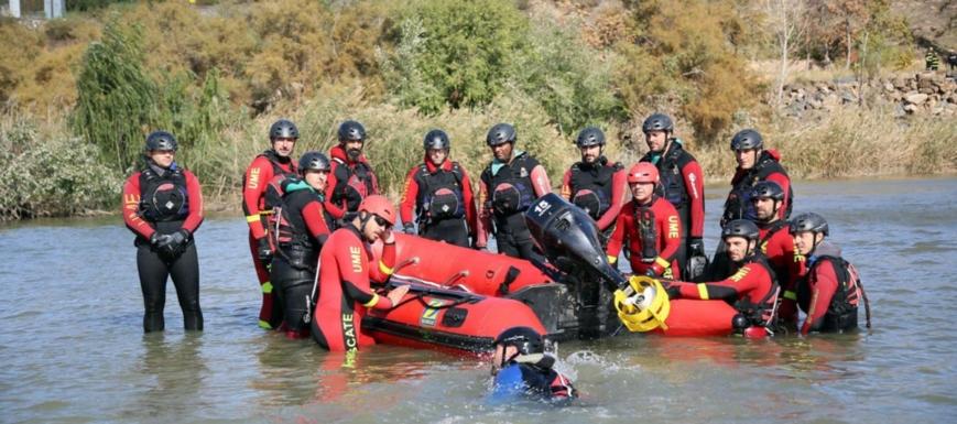 Prácticas de rescate acuático en el Tajo, impartido por la Escuela Militar de Emergencias