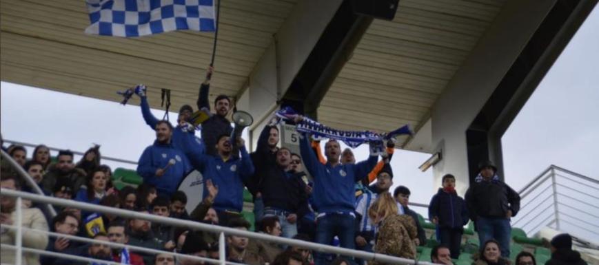 La animosa afición del Formac Villarrubia animando a su equipo en el Arcángel
