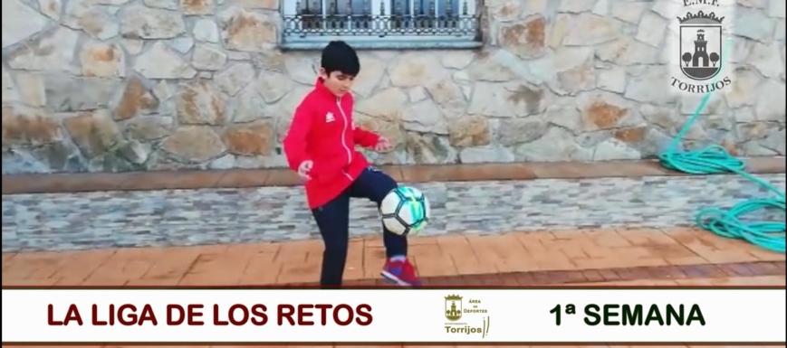 El Ayuntamiento de Torrijos propone retos con el balón a los jóvenes